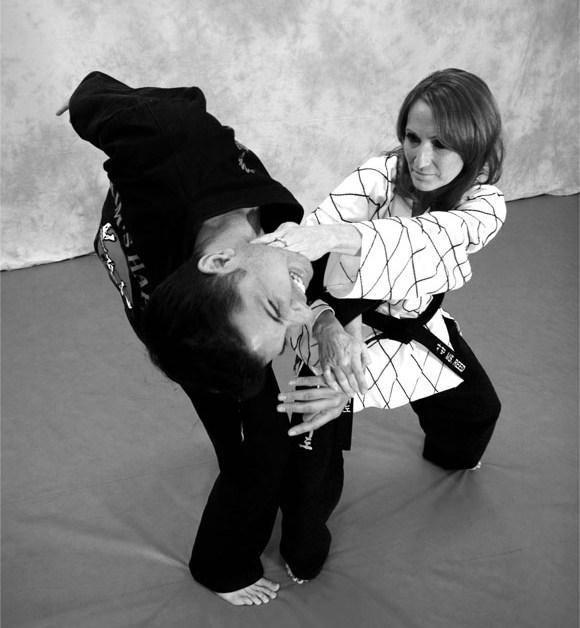 Tesettürlü Bayanlar için Savunma Sporu